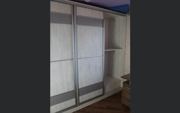 шкаф с раздвижной дверью