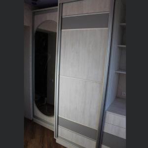 шкаф с зеркалом на дверце