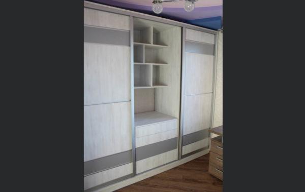 геометрические полочки в шкафу