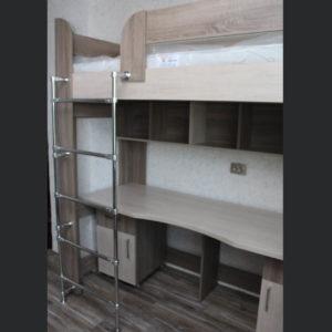 двухярусная кровать с рабочей зоной