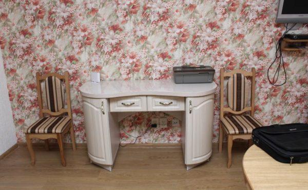 стол для кухни с радиусными фасадами