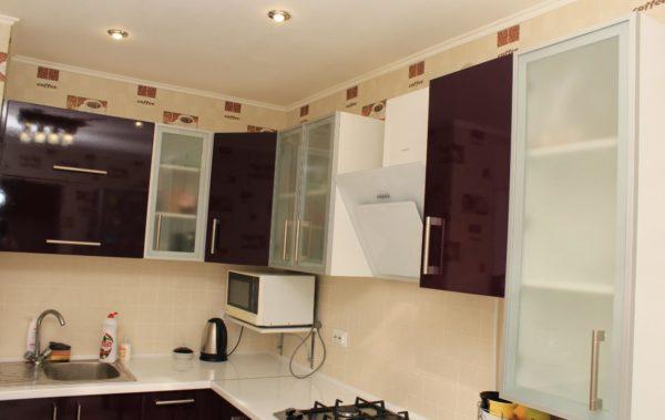 кухня фасад со стеклом