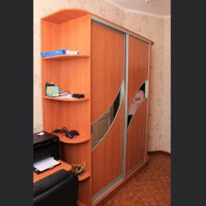 зеркальные вставки в шкафу