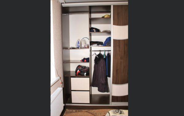 шкаф-купе трехдверный, хранение