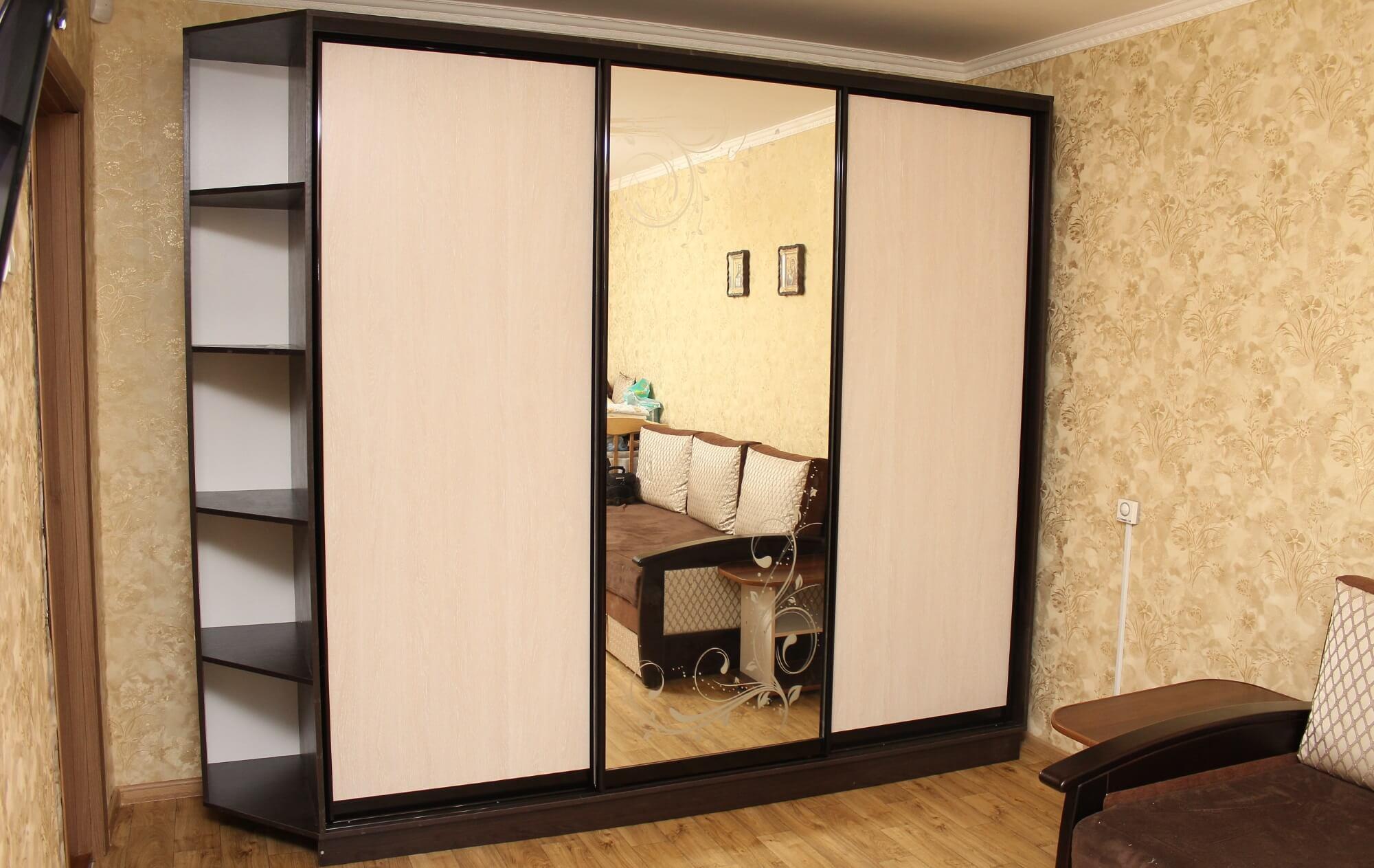 шкаф купе трехдверный зеркало с рисунком мебель