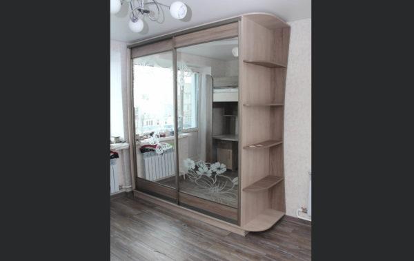 зеркальный шкаф с рисунком