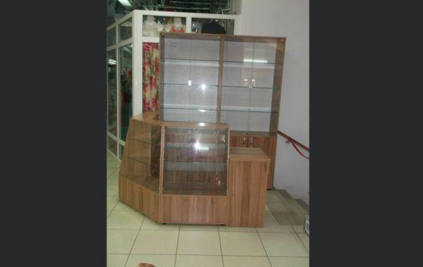 стекляная витрина для бижуитерии
